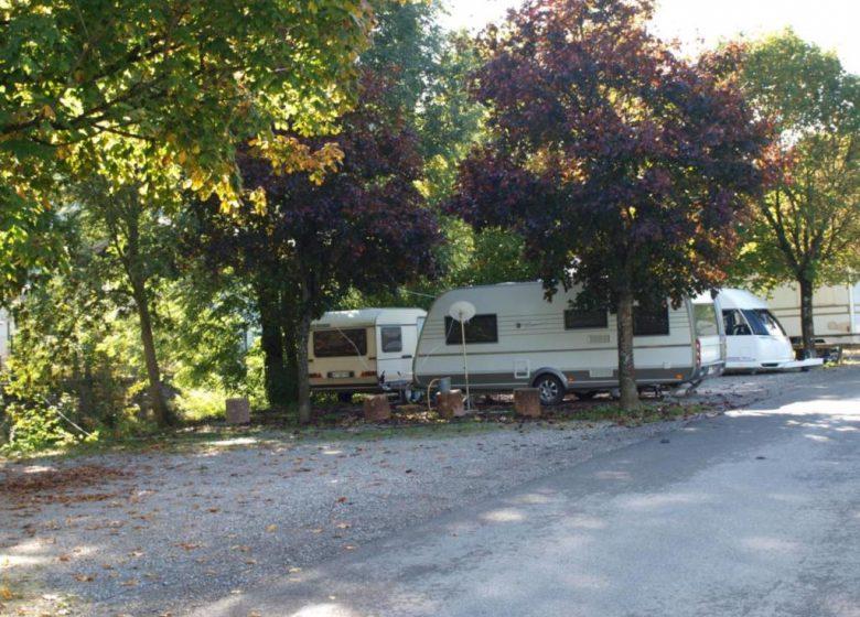 aire de stationnement pour les camping car à thônes