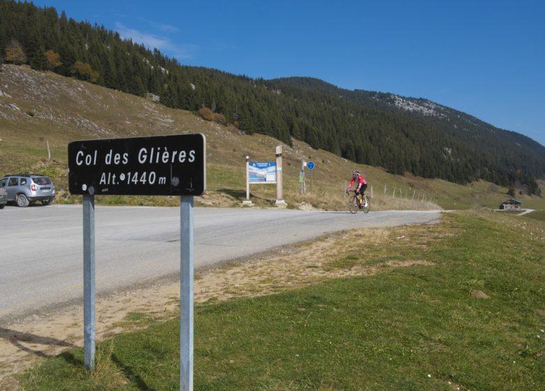Plateau Glières cyclistes 191017-07-© Dep74 – L. Guette