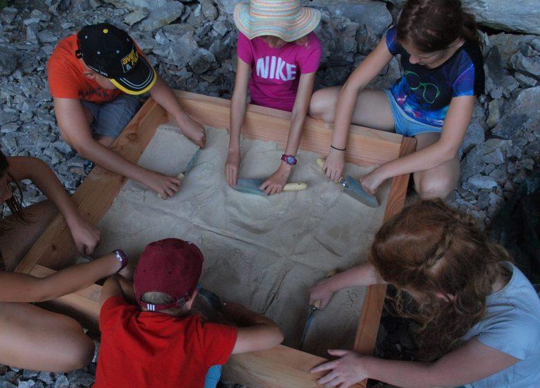 Atelier pour enfant à l'abri sous roche