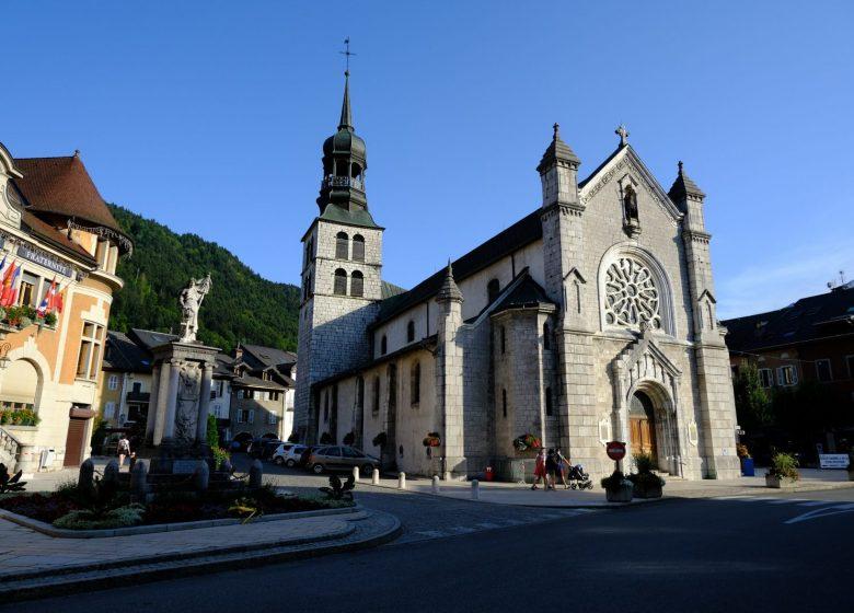 Eglise Saint-Maurice au centre-ville de Thônes