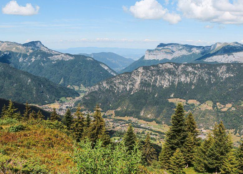 Vue sur la vallée de Thônes depuis le Plateau de Beauregard